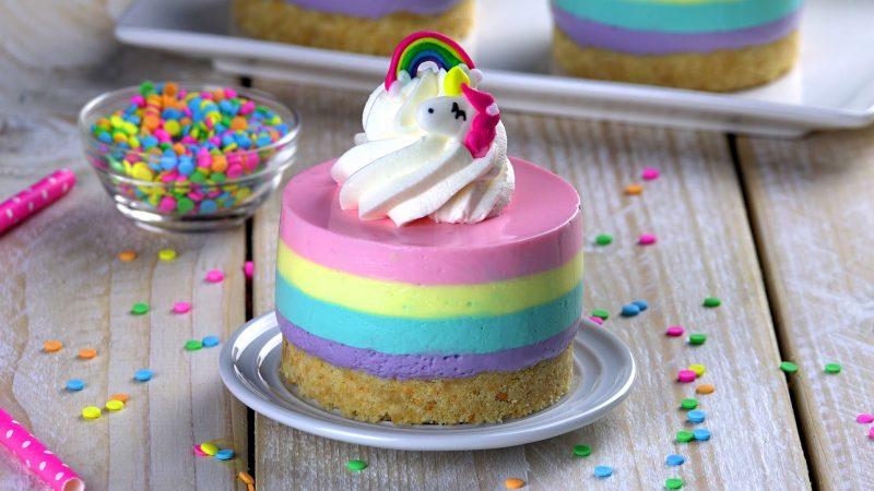 Нежные пирожные с радужным кремом: просто сказочный рецепт!
