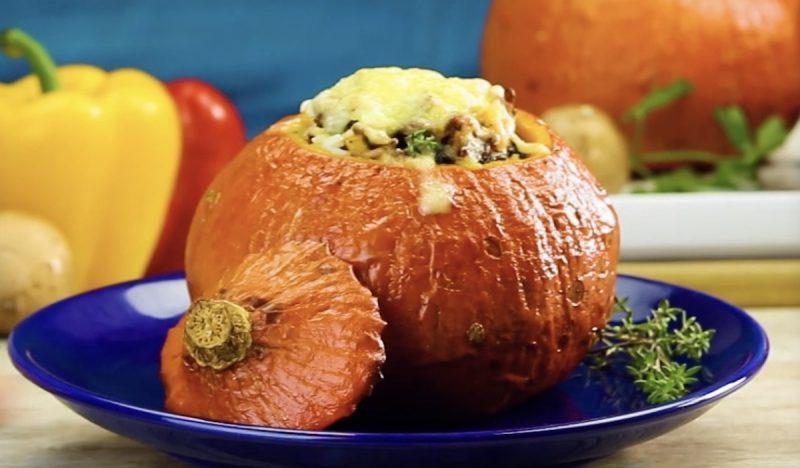 Фаршированная тыква: простое и очень вкусное осеннее блюдо с сытной мясной начинкой.