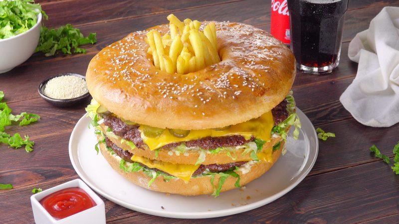 "Фаст-фуд по-домашнему: готовим мясной пирог ""Гигантский Биг Мак""."