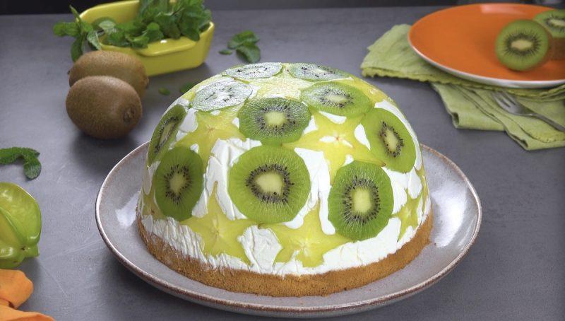 Нежный йогуртовый торт с фруктами: простой и очень вкусный десерт на скорую руку.
