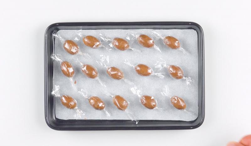 Как приготовить дома конфеты Mon Chéri и ореховые драже в шоколаде Kinder Schokobons.