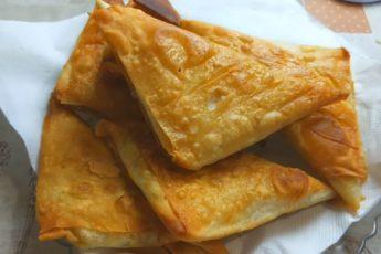 Вкусные треугольники из лаваша с сыром