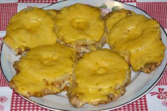 Отбивные для праздника – мясо под «шубой» из ананаса. Поистине королевский ужин.