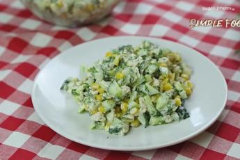 Необычный салат из обычных огурцов с куриной грудкой – приготовьте его прямо сейчас, это очень вкусно и сочно