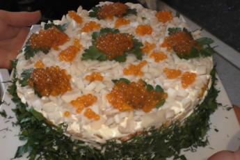 Будет съеден первым за новогодним столом! Роскошный слоеный салат с морепродуктами.