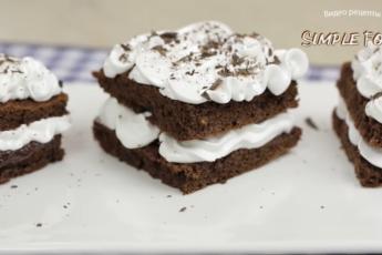 Мягкий торт-пирожное с нежным кремом буквально тает во рту, и уже через 30 минут на вашем столе. Удобно: ингредиенты отмеряем ложками.
