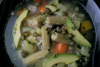 Колумбийский суп Ахиако – визитная карточка латиноамериканской страны. Пабло Эскабар бы оценил.