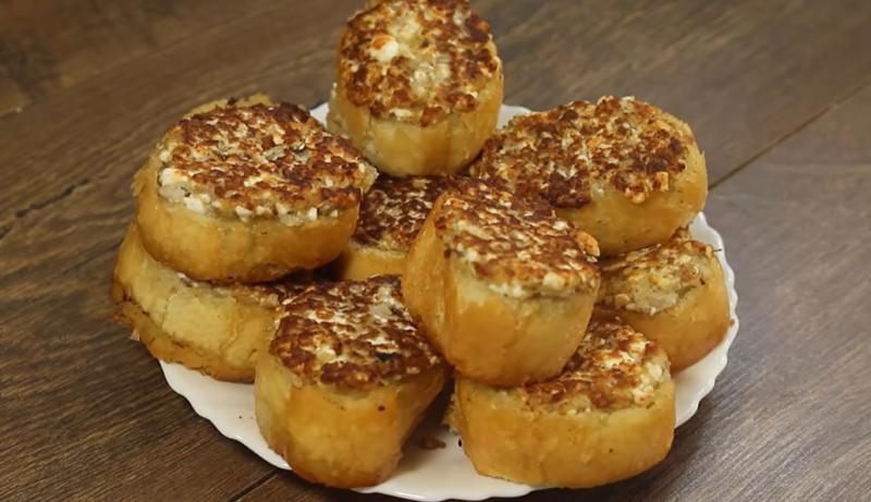 Новый взгляд на бутерброды: хрустящие гренки с грибной начинкой