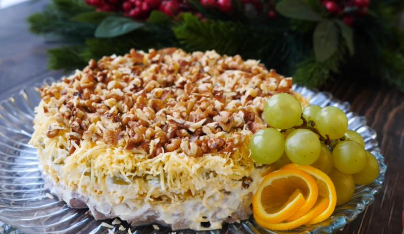 Свинина в апельсинах, да с орехами – очень простой новогодний салат. Но сочетание просто божественное.