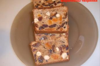 Еще не торт, но уже и не булка - фруктовый хлеб, насыщенный орехами - без дрожжей, без закваски, взяли только разрыхлитель