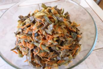 Печеночный салат - очень простая закуска из обычных продуктов, которая отлично подойдет для Нового Года