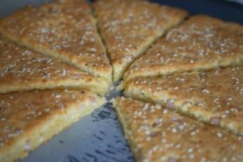 И не пицца и не сырный пирог, а «сырный обманщик», это очень вкусная идея для завтрака и перекуса