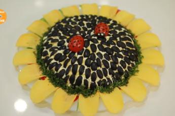 Солнечные яркие краски салата «Подсолнух» - напоминание о жарком лете среди зимы. Рецепт на Новый Год 2020.