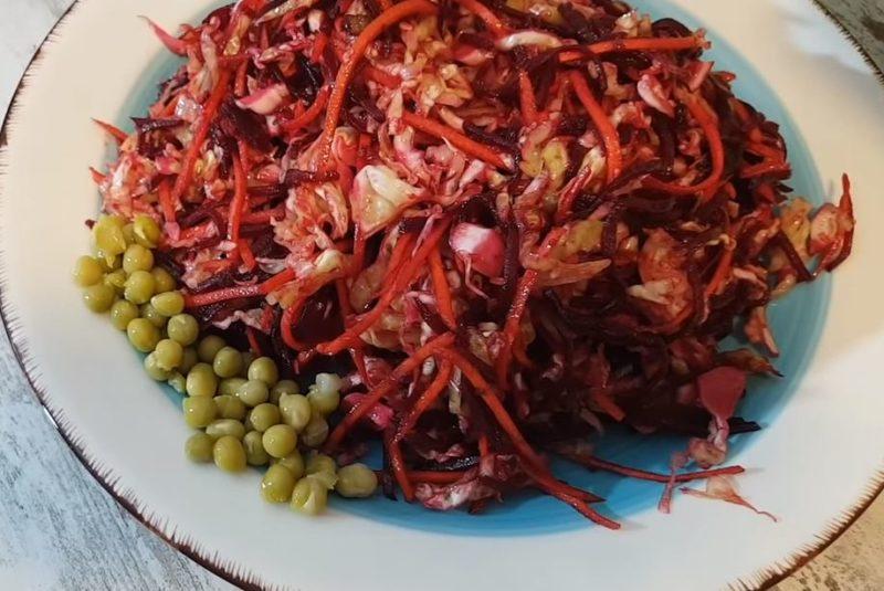 Невероятно вкусный салат из свёклы с жареным луком