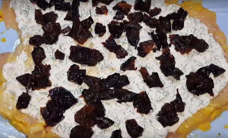 Ярко и празднично! Куриный рулет с черносливом: нарядный, вкусный, аппетитный