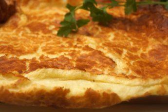 Воздушный «императорский» омлет. Как приготовить завтрак в духовке?