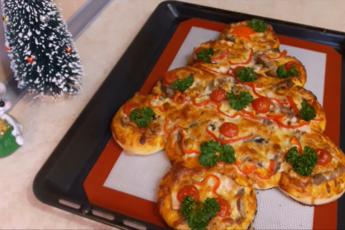 Очень вкусная и простая пицца-пирог «Елочка». Для начинки берите все, что угодно.