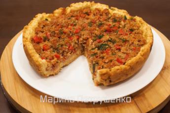 Открытый пирог с мясом и помидорами – простой рецепт для мультиварки