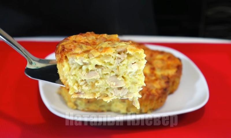 Просто добавили в тесто курицу – получилась невероятно вкусная аппетитная запеканка!