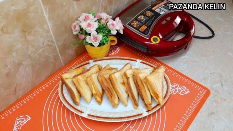 Простой и вкусный завтрак: горячие бутерброды с сыром и ветчиной