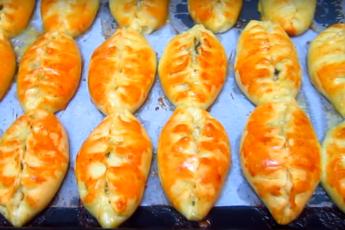 Печеные пирожки с курицей и грибами