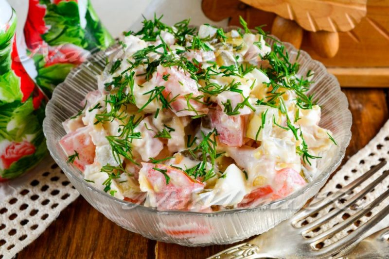 Вкусный салатик с ветчиной и огурчиками «Пятиминутка»