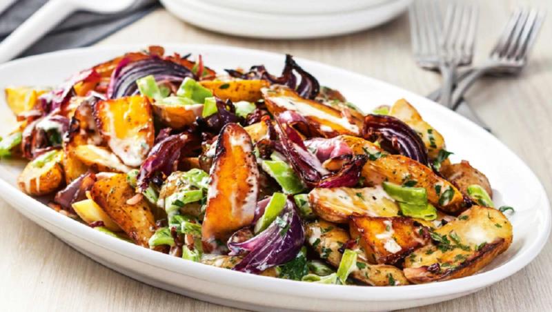 Потрясающий салат с языком и жареным картофелем