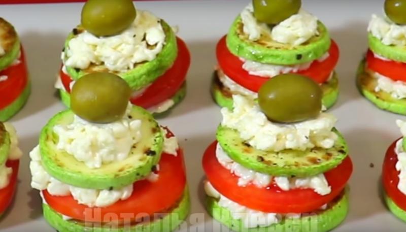Праздничная закуска – башенки из помидоров и кабачков