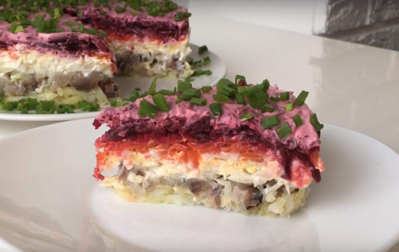 Салат «Под шубой» с малосольной скумбрией