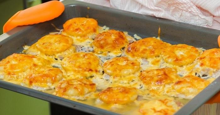 500 г фарша и сырой картофель: вот что я приготовлю на ближайший званый обед. Удобно подавать для праздничного стола, запекаются порционно