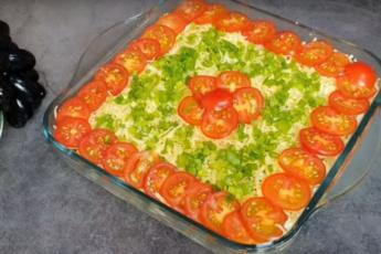 Слоеный салат на мясной основе