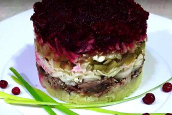 Слоеный салат со шпротами. Вкусно и сытно