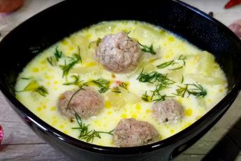Суп с сырками, которого всегда мало. Очень вкусный! Сразу готовьте больше!