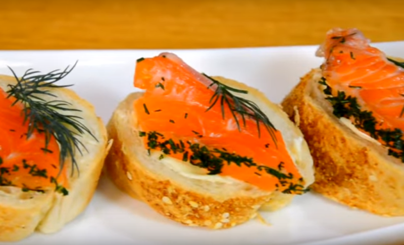 Как быстро и вкусно засолить красную рыбу