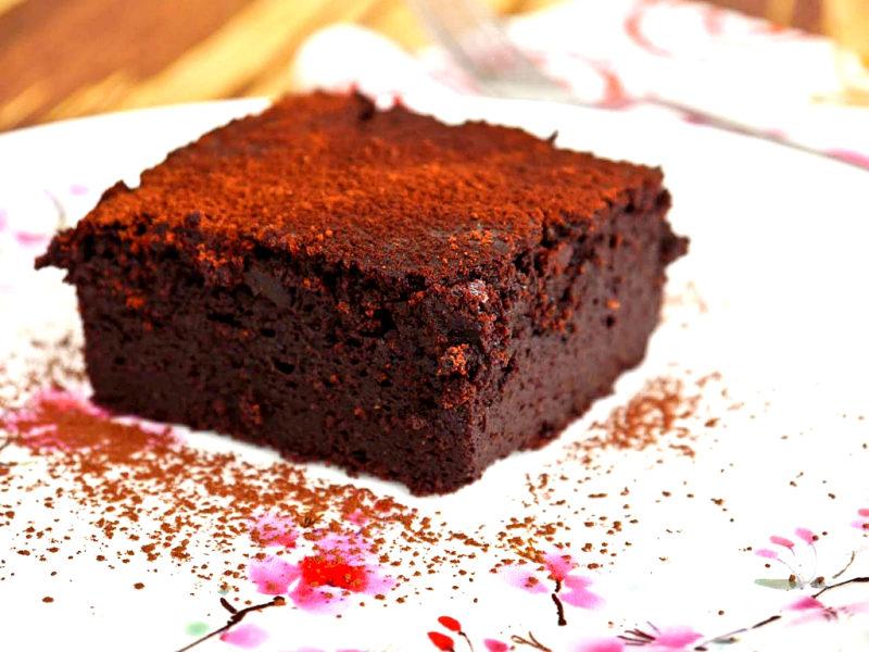 """Мука, какао и вода - получился влажный шоколадный пирог - """"Мечта вегана""""!"""