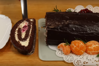 Нежный вишнево-шоколадный рулет