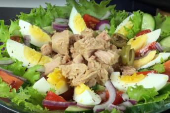 «Спаси меня, тунец!» - салат, как глоток свежего воздуха после тяжелых майонезных блюд