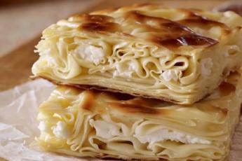 Слоёный грузинский пирог «Ачма». Просто нарезаем лаваш ножницами и собираем его с начинкой!