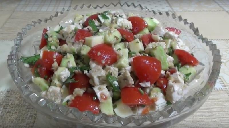 "Салат ""Тропики"" с авокадо и куриным филе"