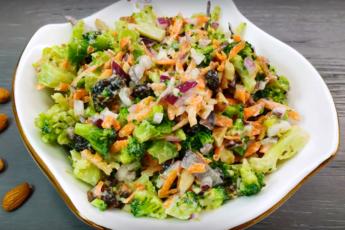 """Салат """"Куст миндаля"""". Зелень брокколи, вкус орешков и польза ягод - восхитительно!"""