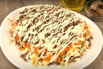 Домашний ресторан: как приготовить быстрый салат с куриной печенью