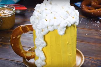 """Торт и пиво в одном блюде! Классный десерт """"Кружка пива"""" – и папам, и детям"""