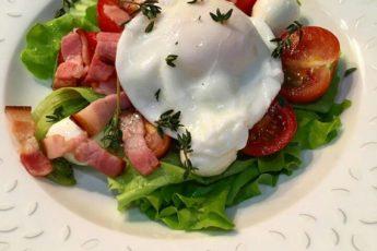 Салат из яиц и бекона. Быстро, сытно и вкусно!