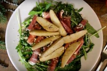 Завалялся хамон? Так скорее сделайте шикарный салат из хамона и груши!