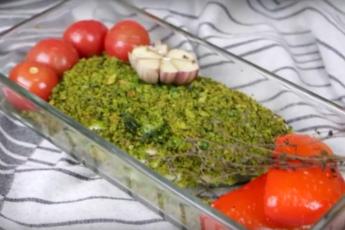 Рыбное филе под зелеными сухарями