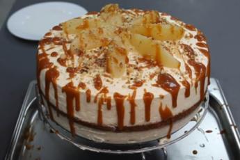 «Сумасшедшая груша с голубым сыром». Изысканный торт с рикоттой и ароматными фруктами