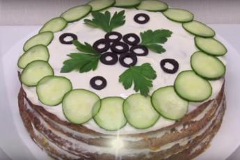 Торт печеночный с овощной начинкой