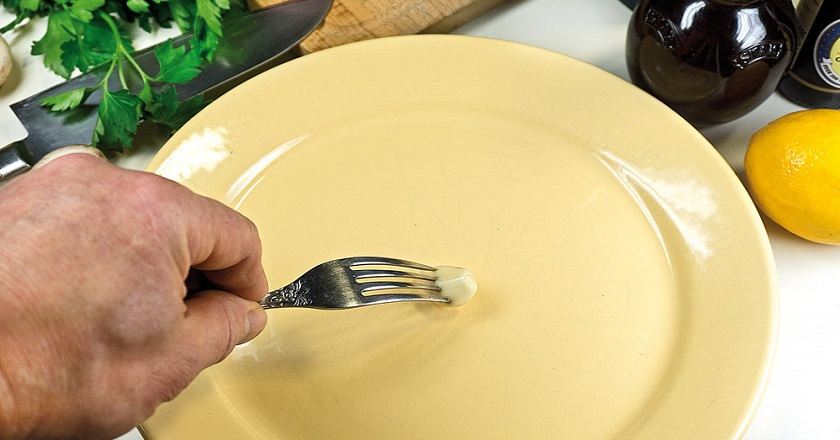 Зачем натирать тарелку чесноком: хитрость, о которой все забыли. И еще 22 полезных лайфхака, которые следует знать каждой хозяйке