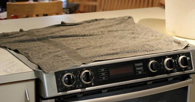 Узнав, зачем хозяйка накрыла плиту влажными полотенцами, ты побежишь на кухню, чтобы сделать так же…
