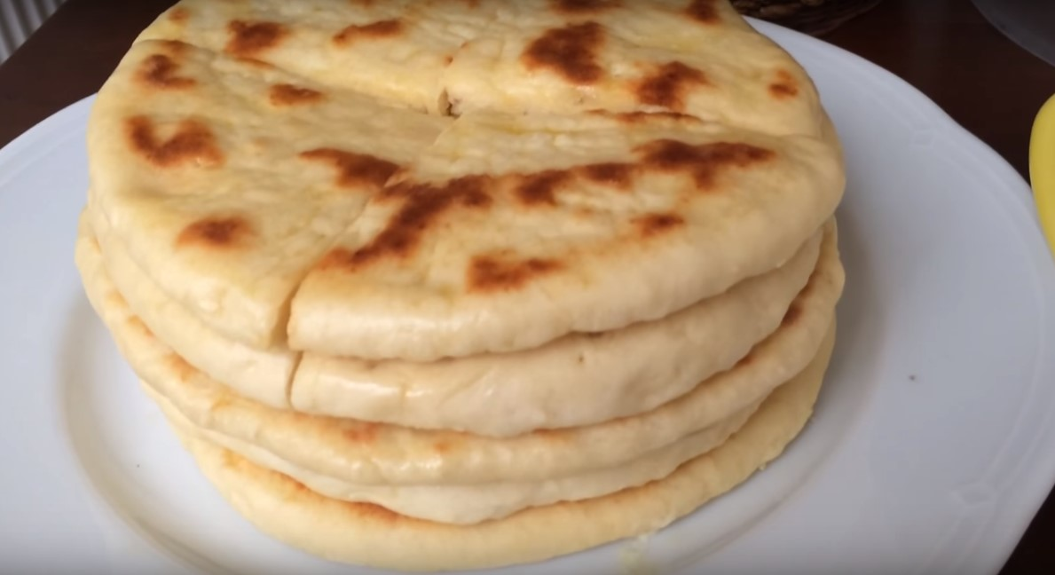 Постный турецкий хлеб, базлама на кефире. Уже месяц не покупаю в магазине хлеб. Такой хлеб можно и с вареньем поесть, и с твердым сыром
